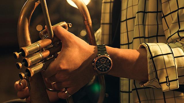 楽器とシチズンの時計LIGHT in BLACK